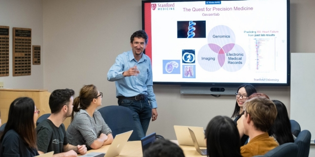 Oliver Gaevaert speaks to a seminar group of students